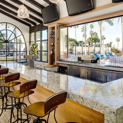 Отель Santa Barbara House гостиничный бар