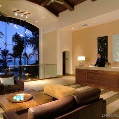 Отель Dolphin Bay Resort and Spa интерьер отеля