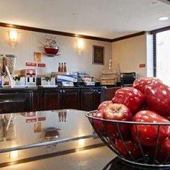 Отель Best Western Kennedy Airport США, Нью-Йорк - 1 отзыв об отеле, цены и фото номеров - забронировать отель Best Western Kennedy Airport онлайн питание фото 2