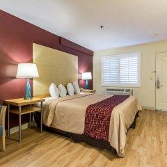 Отель Red Roof Inn Tulare - Downtown/Fairgrounds комната для гостей фото 4
