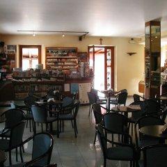 Отель Azzano Holidays Bed & Breakfast Меззегра гостиничный бар