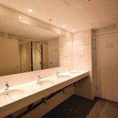 Отель Ten To Go Hostel Испания, Барселона - отзывы, цены и фото номеров - забронировать отель Ten To Go Hostel онлайн ванная
