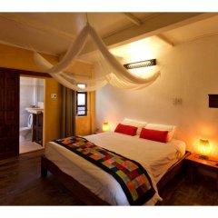 Отель La Tonnelle сейф в номере