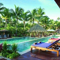 Отель Outrigger Fiji Beach Resort Фиджи, Сигатока - отзывы, цены и фото номеров - забронировать отель Outrigger Fiji Beach Resort онлайн бассейн фото 3