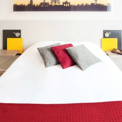 Отель Ibis Styles Brussels Centre Stephanie Брюссель комната для гостей