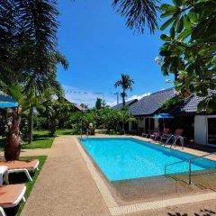 Phuket Airport Hotel бассейн