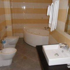 Hotel Saturday Сарно ванная