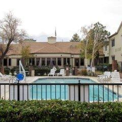 Отель Quality Inn & Suites Albuquerque Downtown - University бассейн