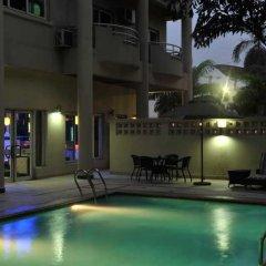 Отель Park Inn by Radisson, Lagos Victoria Island Нигерия, Лагос - отзывы, цены и фото номеров - забронировать отель Park Inn by Radisson, Lagos Victoria Island онлайн бассейн фото 3