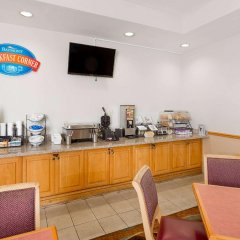 Отель Baymont Inn and Suites Fort Myers питание