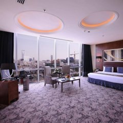 Отель Al Hamra Palace By Warwick комната для гостей фото 4