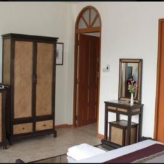 Отель Chang Charlie Inn удобства в номере