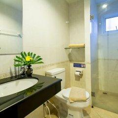 Отель Sea Breeze Jomtien Residence Таиланд, Паттайя - отзывы, цены и фото номеров - забронировать отель Sea Breeze Jomtien Residence онлайн ванная фото 2