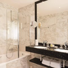 Отель Aragon Hotel Бельгия, Брюгге - 4 отзыва об отеле, цены и фото номеров - забронировать отель Aragon Hotel онлайн ванная