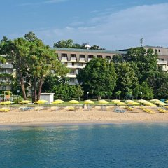 Отель Lotos - Riviera Holiday Resort Болгария, Золотые пески - отзывы, цены и фото номеров - забронировать отель Lotos - Riviera Holiday Resort онлайн пляж