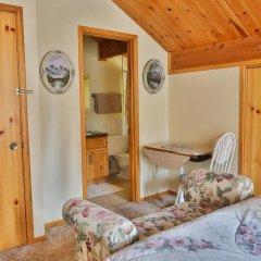Отель Mountain River Lodge сейф в номере