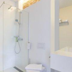 Отель The Arcade Hotel Нидерланды, Амстердам - 2 отзыва об отеле, цены и фото номеров - забронировать отель The Arcade Hotel онлайн ванная фото 2