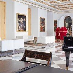 Отель Derag Livinghotel De Medici Германия, Дюссельдорф - 1 отзыв об отеле, цены и фото номеров - забронировать отель Derag Livinghotel De Medici онлайн интерьер отеля фото 2