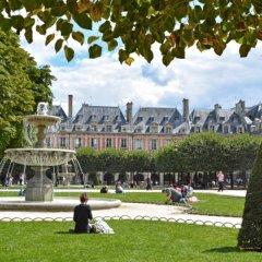 Отель Les Tournelles Париж