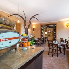 Отель La Valle di Monna Lisa гостиничный бар