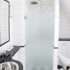 Отель Mayfair Hotel Tunneln Швеция, Мальме - отзывы, цены и фото номеров - забронировать отель Mayfair Hotel Tunneln онлайн ванная фото 2