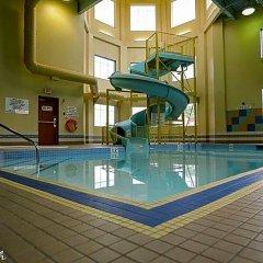 Отель The Glenmore Inn & Convention Centre Канада, Калгари - отзывы, цены и фото номеров - забронировать отель The Glenmore Inn & Convention Centre онлайн бассейн