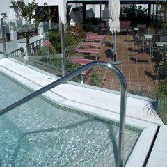 Отель Almadraba Conil Испания, Кониль-де-ла-Фронтера - отзывы, цены и фото номеров - забронировать отель Almadraba Conil онлайн бассейн фото 2