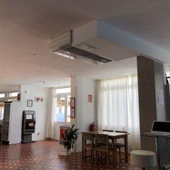 Отель ApartHotel Voramar Испания, Кала-эн-Форкат - отзывы, цены и фото номеров - забронировать отель ApartHotel Voramar онлайн гостиничный бар