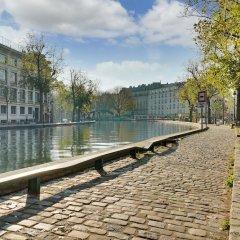 Отель Appartement Paris centre Canal St Martin