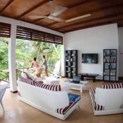 Отель Thulusdhoo Surf Camp Остров Гасфинолу спа