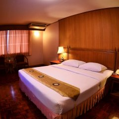 Отель Silom Village Inn комната для гостей
