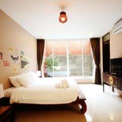 Отель Feung Nakorn Balcony Rooms & Cafe Бангкок комната для гостей