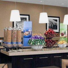 Отель Hampton Inn Manhattan-Times Square North США, Нью-Йорк - 1 отзыв об отеле, цены и фото номеров - забронировать отель Hampton Inn Manhattan-Times Square North онлайн питание фото 2