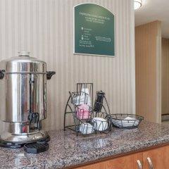 Отель Travelodge by Wyndham Sylmar CA США, Лос-Анджелес - отзывы, цены и фото номеров - забронировать отель Travelodge by Wyndham Sylmar CA онлайн гостиничный бар