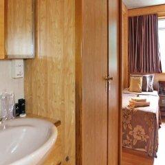 Отель Compass River City Boatel ванная