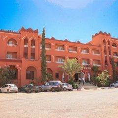 Отель Hôtel Farah Al Janoub Марокко, Уарзазат - отзывы, цены и фото номеров - забронировать отель Hôtel Farah Al Janoub онлайн парковка