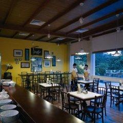 Отель Shangri-Las Rasa Sentosa Resort & Spa гостиничный бар