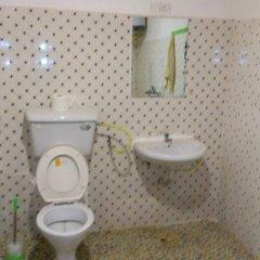 Отель WS Diamond Hotel of Kono Сьерра-Леоне, Койду - отзывы, цены и фото номеров - забронировать отель WS Diamond Hotel of Kono онлайн ванная