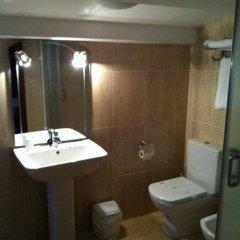 Отель Hostal Adelia Испания, Ла-Корунья - отзывы, цены и фото номеров - забронировать отель Hostal Adelia онлайн ванная