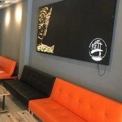 Qing lian Youth Hostel&Cafe интерьер отеля
