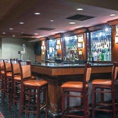 Отель Crowne Plaza Hotel-Newark Airport США, Элизабет - отзывы, цены и фото номеров - забронировать отель Crowne Plaza Hotel-Newark Airport онлайн гостиничный бар