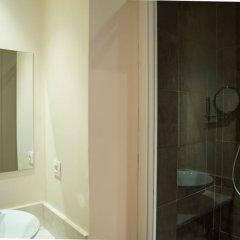 Отель La Villa Paris - B&B Франция, Париж - отзывы, цены и фото номеров - забронировать отель La Villa Paris - B&B онлайн ванная фото 2