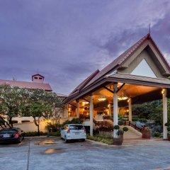 Отель Thara Patong Beach Resort & Spa Таиланд, Пхукет - 7 отзывов об отеле, цены и фото номеров - забронировать отель Thara Patong Beach Resort & Spa онлайн парковка