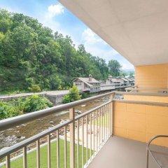 Отель Days Inn by Wyndham Gatlinburg On The River балкон