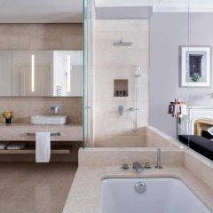 Отель The Ritz-Carlton, Hotel de la Paix, Geneva Швейцария, Женева - отзывы, цены и фото номеров - забронировать отель The Ritz-Carlton, Hotel de la Paix, Geneva онлайн ванная фото 2