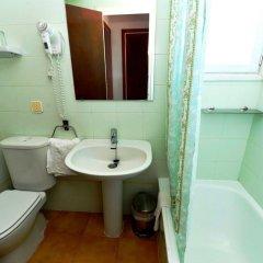 Отель Hostal Magnolia Испания, Льорет-де-Мар - отзывы, цены и фото номеров - забронировать отель Hostal Magnolia онлайн ванная