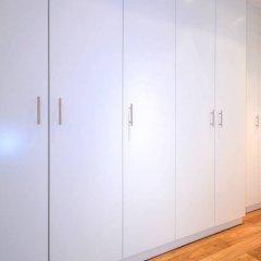 Апартаменты Vienna Residence Stylish Apartment for two People in the Center of Vienna Вена сейф в номере