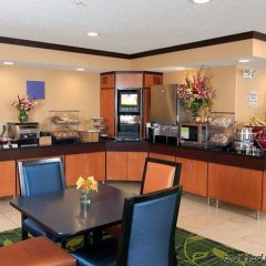 Отель Fairfield Inn And Suites By Marriott Mall Of America Блумингтон питание