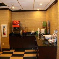 Отель Hampton Inn Newark Airport США, Элизабет - отзывы, цены и фото номеров - забронировать отель Hampton Inn Newark Airport онлайн банкомат