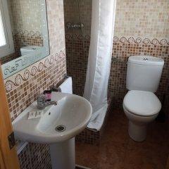 Отель Hostal Rio De Castro ванная фото 2